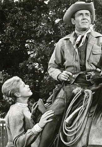 Betsy Palmer as Nona Mayfield and Henry Fonda as Morg Hickman in The Tin Star (1957)