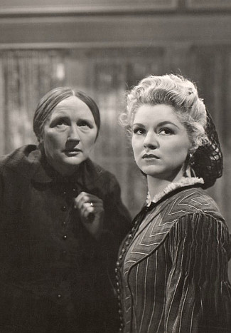 Marjorie Main as Mrs. Cantrell with Claire Trevor as Mary McCloud in Dark Command (1940)