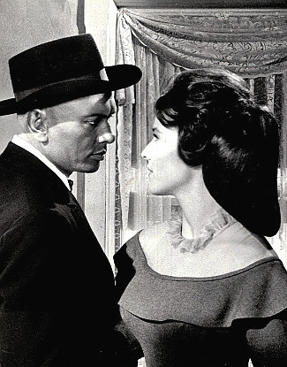 Yul brynner as jules gaspard destaing with janice rule as ruth yul brynner as jules gaspard destaing with janice rule as ruth adams in invitation to a gunfighter 1964 stopboris Gallery