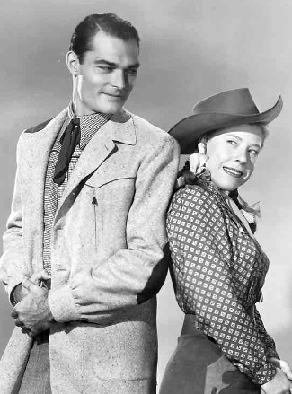 John Russell as Dan Fraser and Judy Canova as herself in Oklahoma Annie (1952)