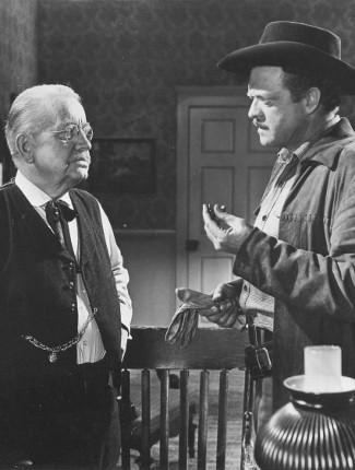 Harry Antrim as the doctor and Van Heflin as Lee Hackett in Gunman's Walk (1958)