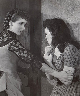 Julie Adams as Valerie Kendrick with Jaclynne Greene as Ann Kenyon in The Stand at Apache River (1953)