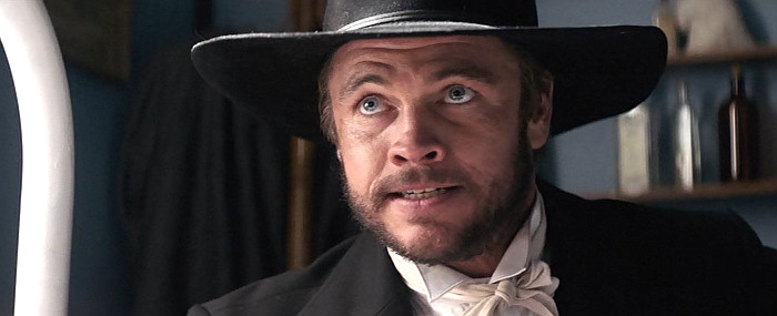 Luke Hemsworth as Wild Bill Hickok in Hickok (2017)