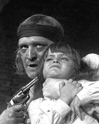 Richard Harris as Sean Kirkpatrick with Brand's daughter in The Deadly Trackers (1973)